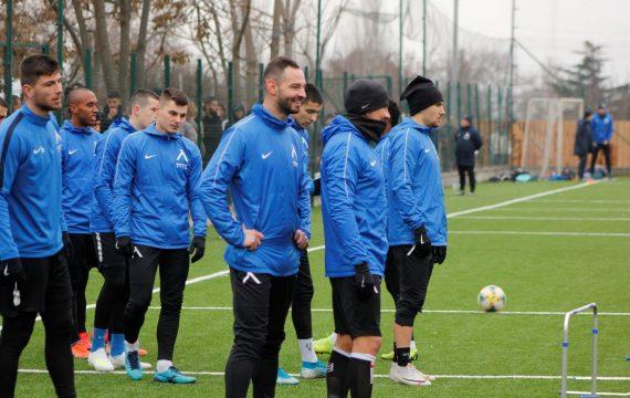 "50-ина ""сини"" фена изгледаха двустранна игра на Левски (ВИДЕО) | KotaSport"