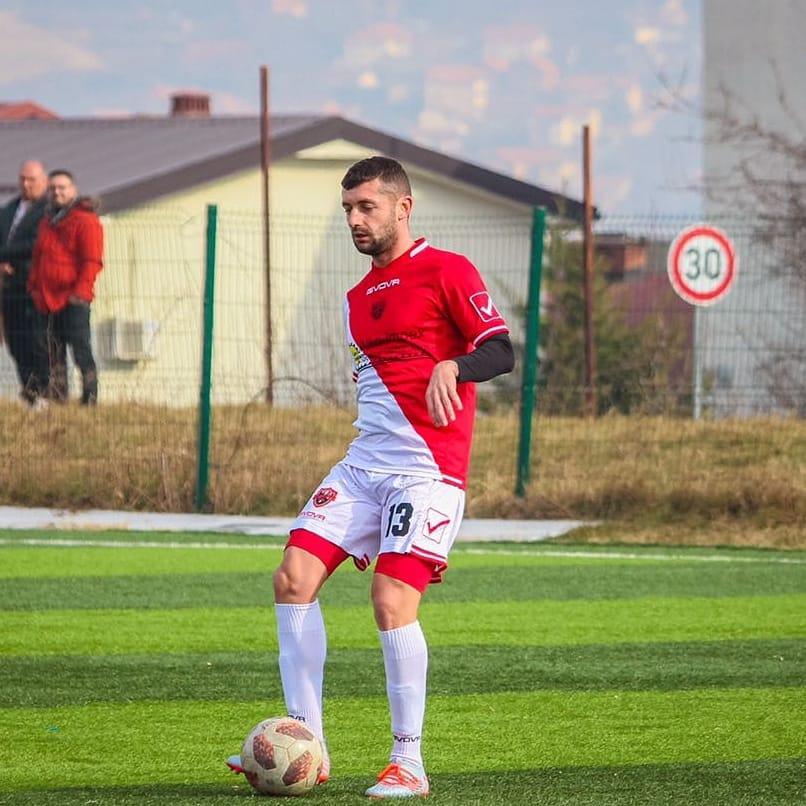 Бивша акула дебютира в Косово