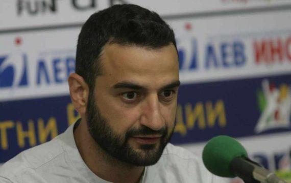 """Хиндлиян критикува """"Левски"""", че играе """"селски футбол"""" и поиска акциите на Папазов"""