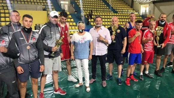 Шефът на родния бокс закри Държавното в Благоевград