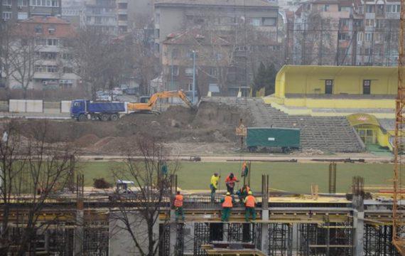 """Подписаха договора за реконструкция на стадион """"Христо Ботев"""""""
