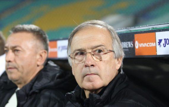 Националите по футбол останаха без селекционер
