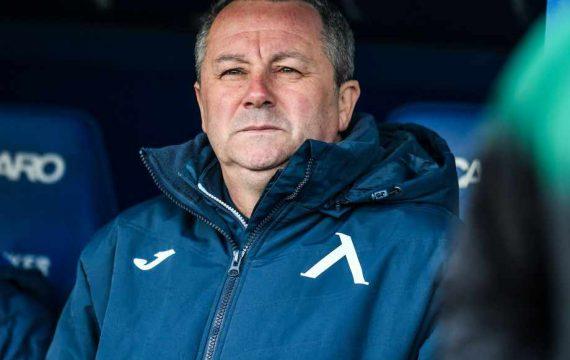 Треньорът на Левски е постъпил в болница с коронавирус