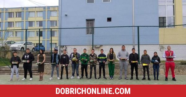 Наградиха изявилите се спортисти в училището за шампиони в Добрич – 2021.04.23 – Спортни